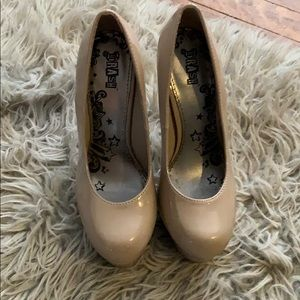 Shoes - Size 5 nude heels